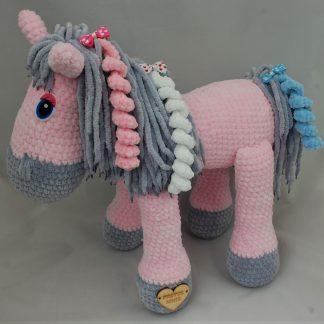 Różowy koń